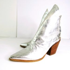 BUTTER MADE IN ITALY JAEGER SILVER BOOTIES Sz 8.5
